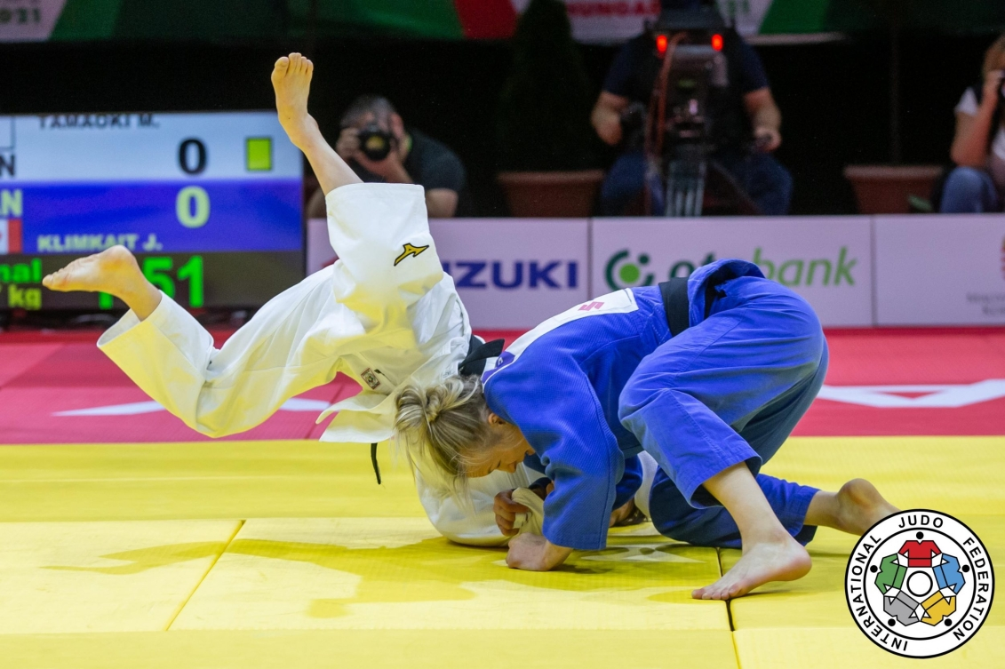 Two judokas in the middle of a match