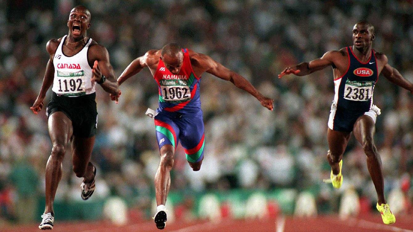 Trois coureurs lors d'un sprint