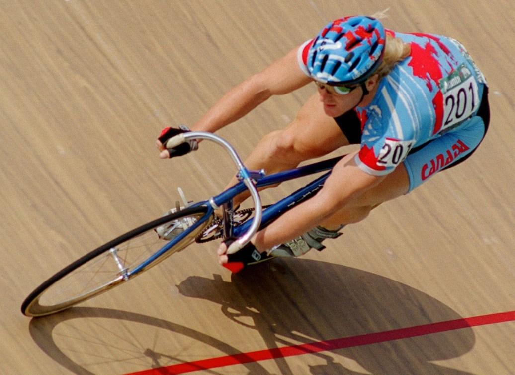 Curt Harnett participant à une épreuve de cyclisme sur piste aux Jeux olympiques d'Atlanta
