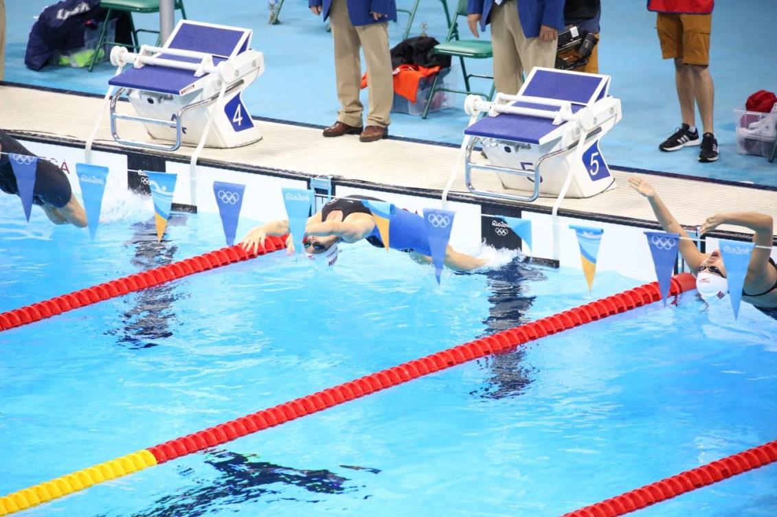 Hilary Caldwell au départ de la finale du 200 m dos des Jeux de Rio. 12 août 2016. Photo Steve Boudreau
