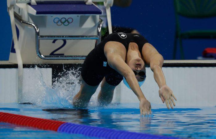 Kylie Masse au départ de la finale du 100 m dos aux Jeux de Rio, où elle a gagné la médaille de bronze. 8 août 2016. (Photo/Jason Ransom)