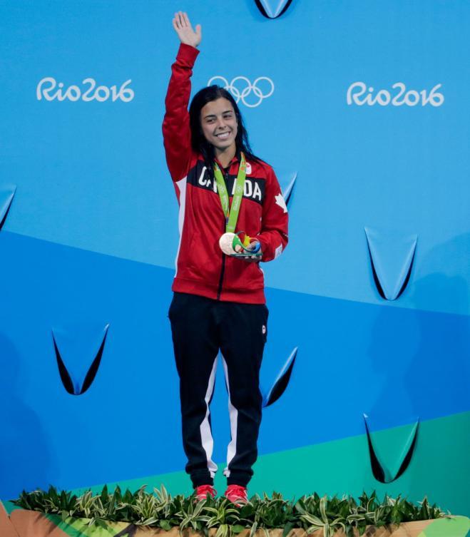 Meaghan Benfeito reçoit sa médaille de bronze du 10 m individuel aux Jeux olympiques de Rio, le 18 août 2016. Photo: COC/Jason Ransom