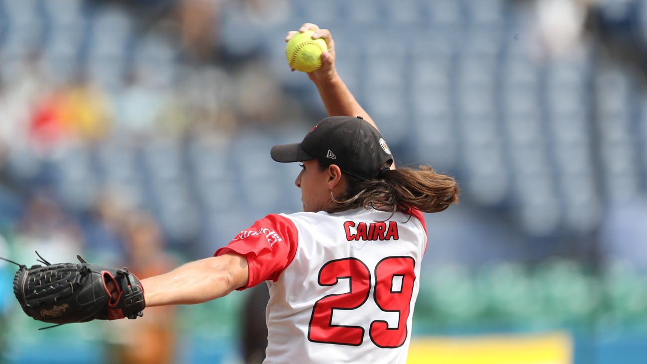 Jenna Caira en action lors du match pour la médaille de bronze au Championnat du monde de softball, au Japon, le 12 août 2018.