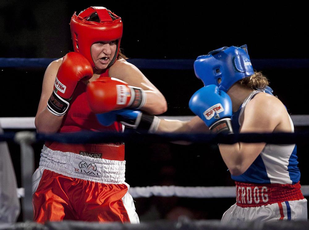 La Canadienne Mary Spencer affronte Ariane Fortin aux Championnats nationaux de boxe 2012